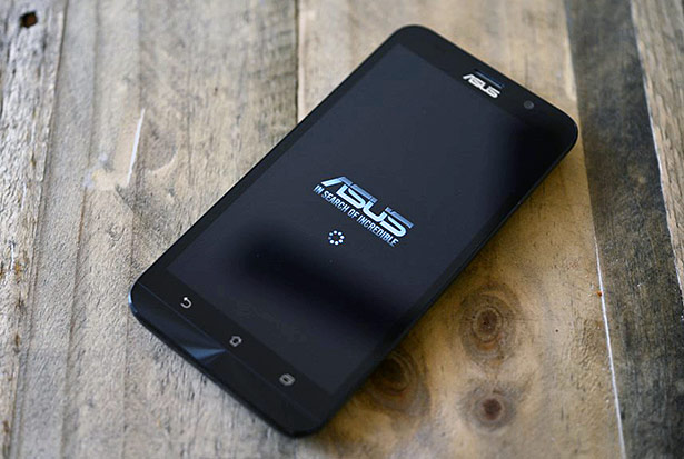 ASUS ZenFone 2 On Wood Table