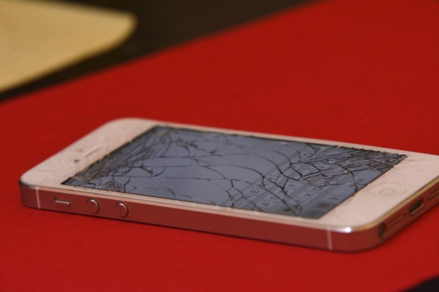 broken_iphone_main_cc0